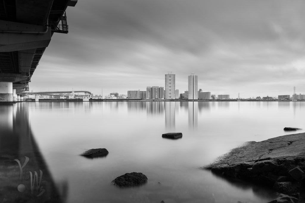 淀川での180秒の長時間露光モノクロ写真