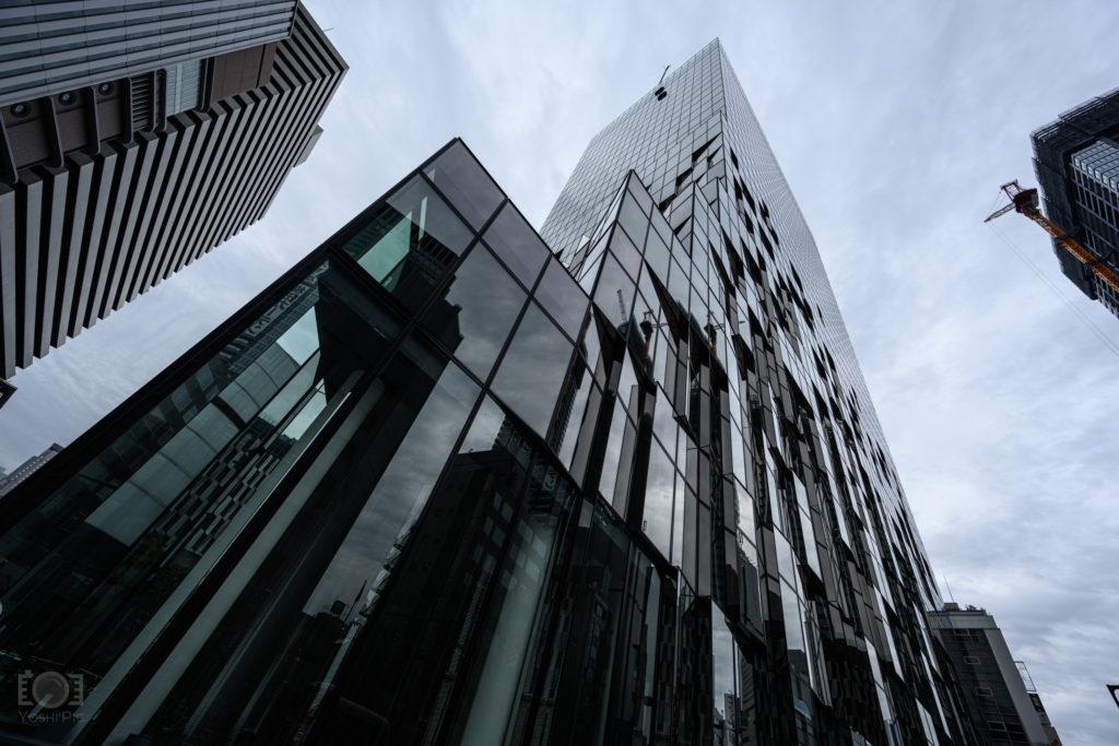 大阪の富国生命ビルを煽って撮影
